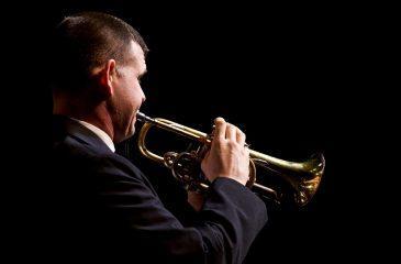 Izvajanje glasbe s trobento